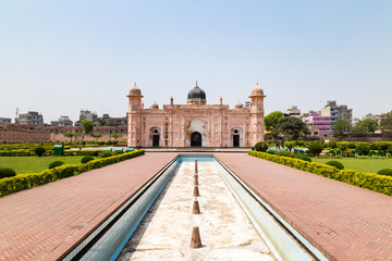 View of Mausoleum of Bibipari in Lalbagh fort. Lalbagh fort is an incomplete Mughal fortress in Dhaka, Bangladesh