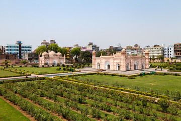 Photo sur Plexiglas Fortification View of Mausoleum of Bibipari in Lalbagh fort. Lalbagh fort is an incomplete Mughal fortress in Dhaka, Bangladesh