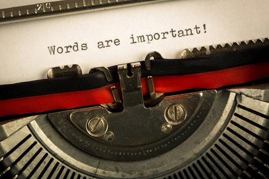 """Macchina da scrivere """"Word are important"""""""