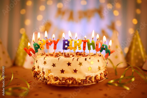 Birthday Cake With Candles Bright Lights Bokeh Stockfotos Und Lizenzfreie Bilder Auf Fotolia