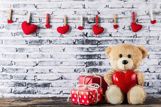 Teddy bear holding a heart-shaped balloon