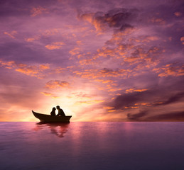 Koncepcja miłości, sylwetka para o romantyczny moment i Dokonywanie pocałunek na łodzi w rozrywające się morze mroczne, dramatyczny emocjonalne, tło Valentines Day