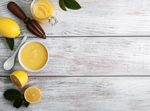 Lemon curd and fresh lemons
