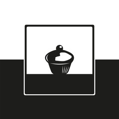 Cake. Vector icon in black and white form.
