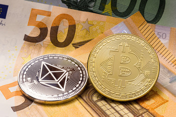 Bitcoin Ethereum Münzen und Euroscheine