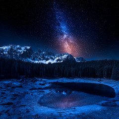 Fototapete - Milky way and Carezza lake in Dolomites at night, Italy