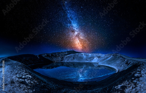 Fototapete Lake in the volcano crater at night with stars, Iceland