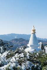 white pagoda in mount lushan