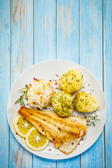 In de dag Vis Fish dish - fried fish fillet boiled potatoes and vegetables