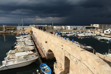 Al porto col temporale