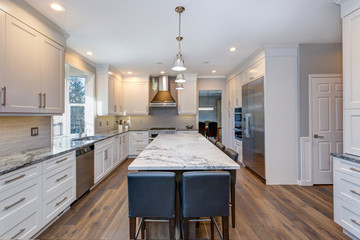 Beautiful black and white kitchen design.