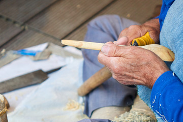the artisan makes a spoon of wood
