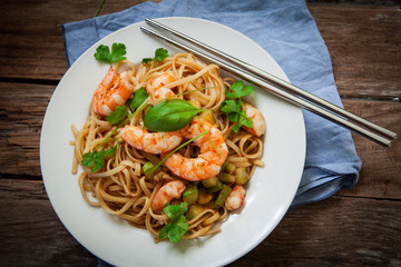 thai noodles on pan