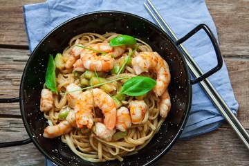thai noodles on pan