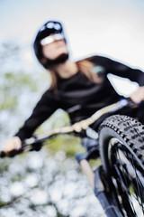 Reifenprofil, Bikerin auf ihrem Mountainbike