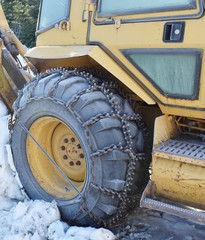 Backhoe tire chains