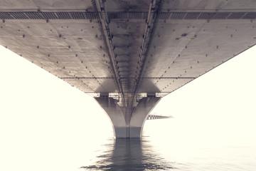konstrukcja stalowa spod mostu