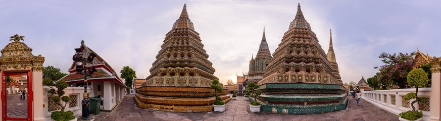 Photo sur Aluminium Edifice religieux 360 Panorama of Wat Phra Chettuphon Wimon Mangkhalaram Ratchaworamahawihan (Wat Pho) / Circle panorama of Wat Pho public landmark of Bangkok