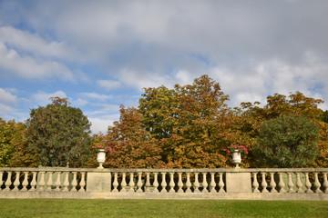 Terrasse du jardin du Luxembourg à Paris en automne, France