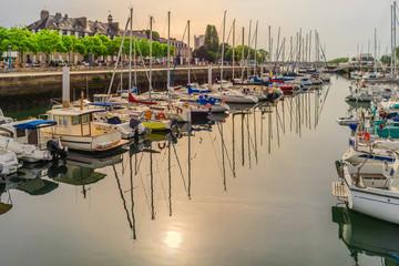 Bretagne Lorient Quai des Indes avec soleil matinal - Brittany Lorient Quai des Indes with morning sun