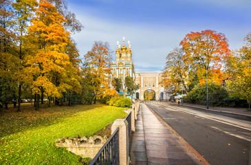 Осенний вид на дворцовый храм в Царском Селе autumn park  in Tsarskoye Selo