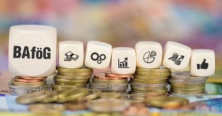 BAföG / Münzenstapel mit Symbole