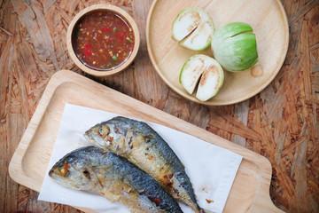 Obraz Fried mackerel with shrimp paste chilli sauce (Nam Prik Ka Pi) - fototapety do salonu