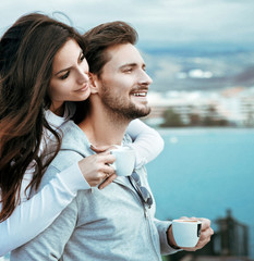Foto auf AluDibond Artist KB Portrait of a relaxed couple drinking hot coffee