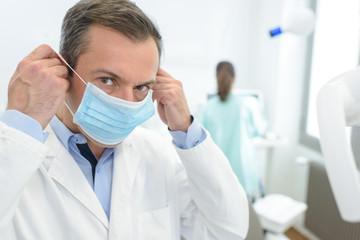 surgeon man puts mask on