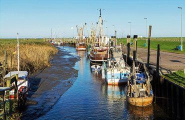 Kutterhafen in Spieka-Neufeld an der Nordseeküste, Küstenfischerei in Norddeutschland