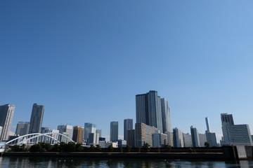 築地大橋と勝どきビル街