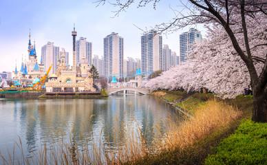 Fotobehang Seoel SEOUL, KOREA - APRIL 5, 2015: Lotte World, Amusement park, Seoul Korea.
