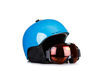 In de dag Wintersporten Blue Ski helmet and ski goggles isolated on white background