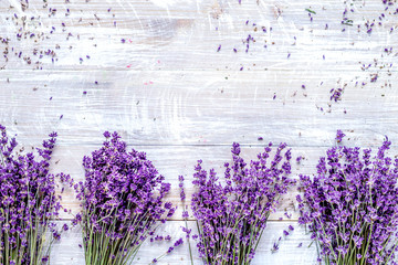 Papiers peints Lavande Bunch of dry lavender flowers on rustic background top view mock