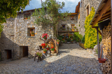 Photo sur Aluminium Ruelle etroite Ainsa medieval village of the Pyrenees with beautiful stone houses, Huesca, Spain