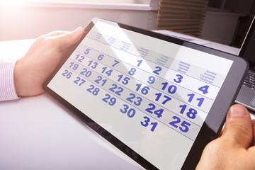 Fototapete - Man Looking At Calendar