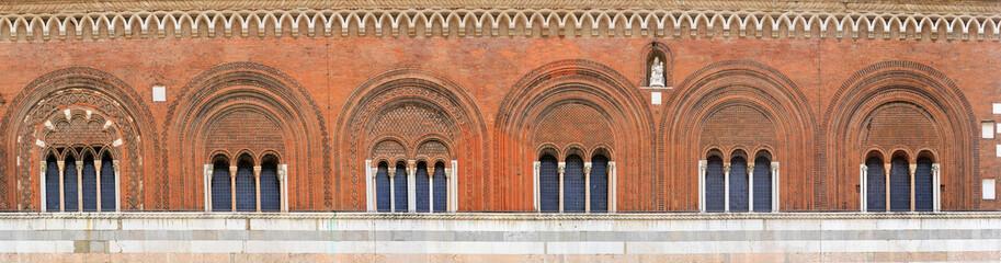 Piacenza, palazzo del comune, dettaglio