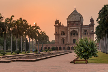 Stores à enrouleur Delhi Safdarjang Tomb at Sunset in Delhi, India
