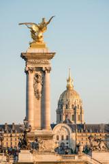 Wall Mural - Hotel des Invalides und Pont Alexandre III in Paris, Frankreich