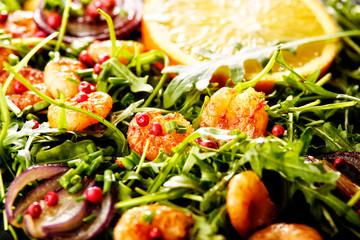 shrimps mit orange und salat