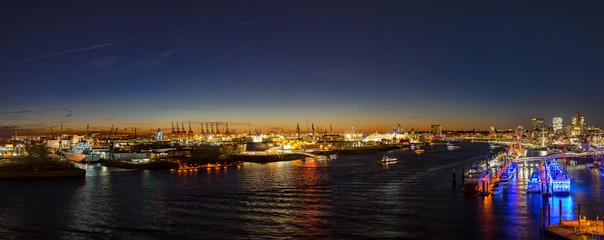 Panorama Hamburger Hafen bei Nacht