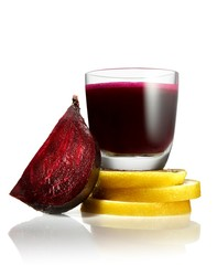 Glass of beet juice, halved beet and lemon slices