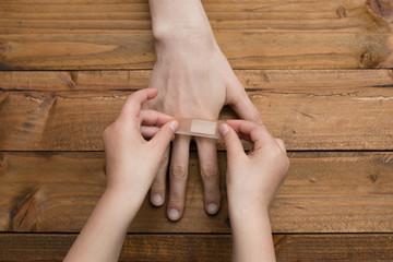 グルタミンは傷の修復機能がある