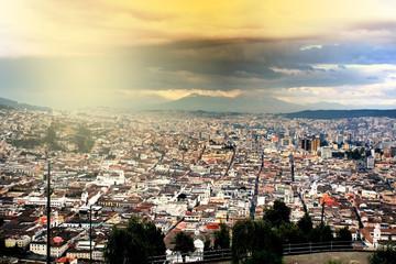 Abendlicher Blick auf Quito, Ekuador