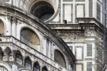 Photo of the Duomo di Firenze taken on a sunny morning.