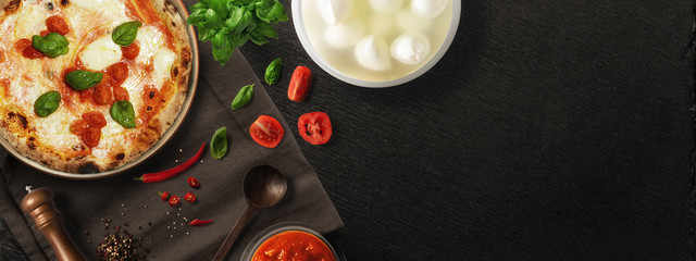 Foto op Textielframe Pizzeria Pizza con ingredienti - copertina FB
