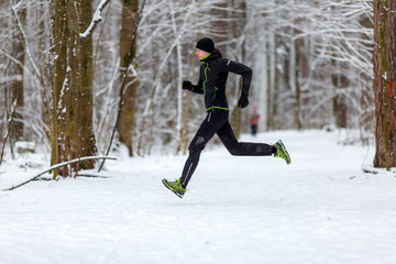 Image from side of athlete on run in winter
