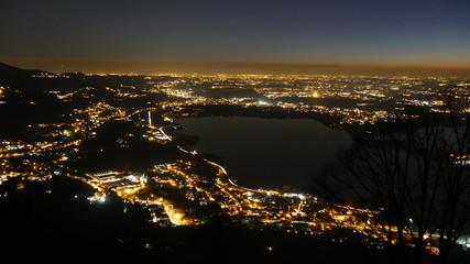 Panorama notturno in Lombardia