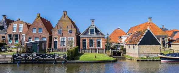 Fototapete - Panorama of historic houses at a canal in Hindeloopen