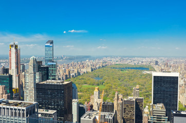 Fototapete - New York City skyline, central park and urban skyscrapers of Manhattan aerial view from above